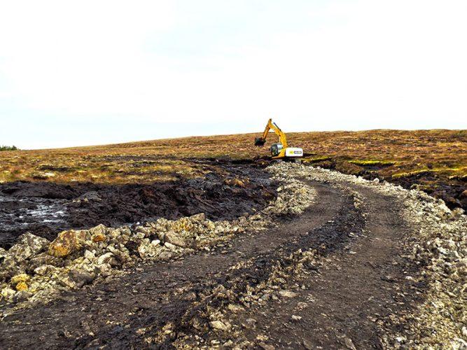 Rock filling road accesses.